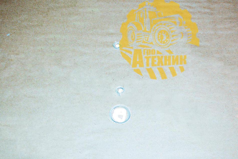 Стекло двери КЗК-12-0120003 (лев/прав) с отверстием КЗС-1218/812/10
